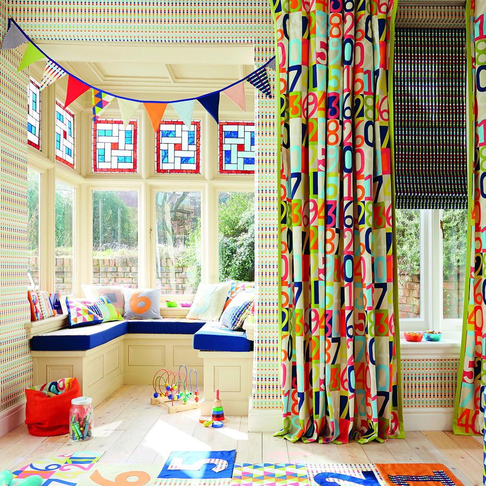 Важные моменты при выборе штор в детскую очень важным моментом является забота о безопасности ребенка.